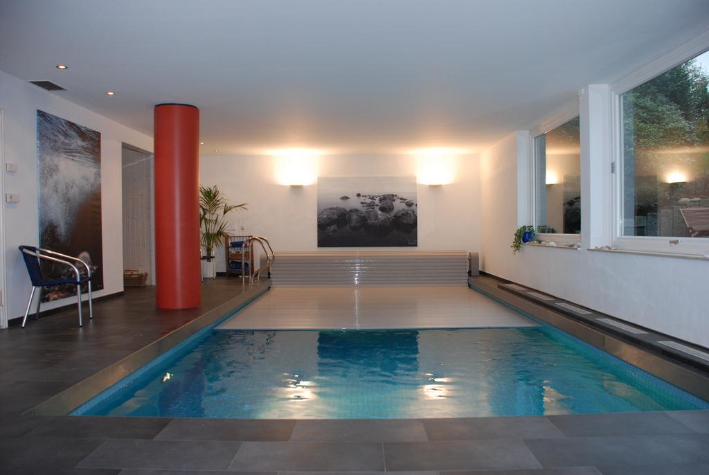 Couverture lectrique de piscine rideau de piscine lectrique for Couverture pour piscine