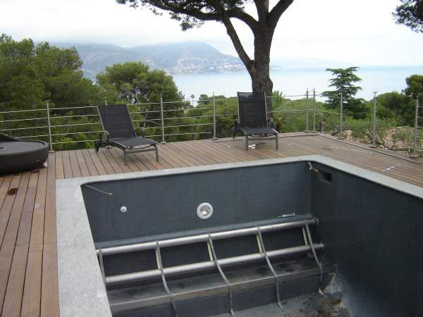 Couverture lectrique de piscine rideau de piscine lectrique for Volet immerge piscine