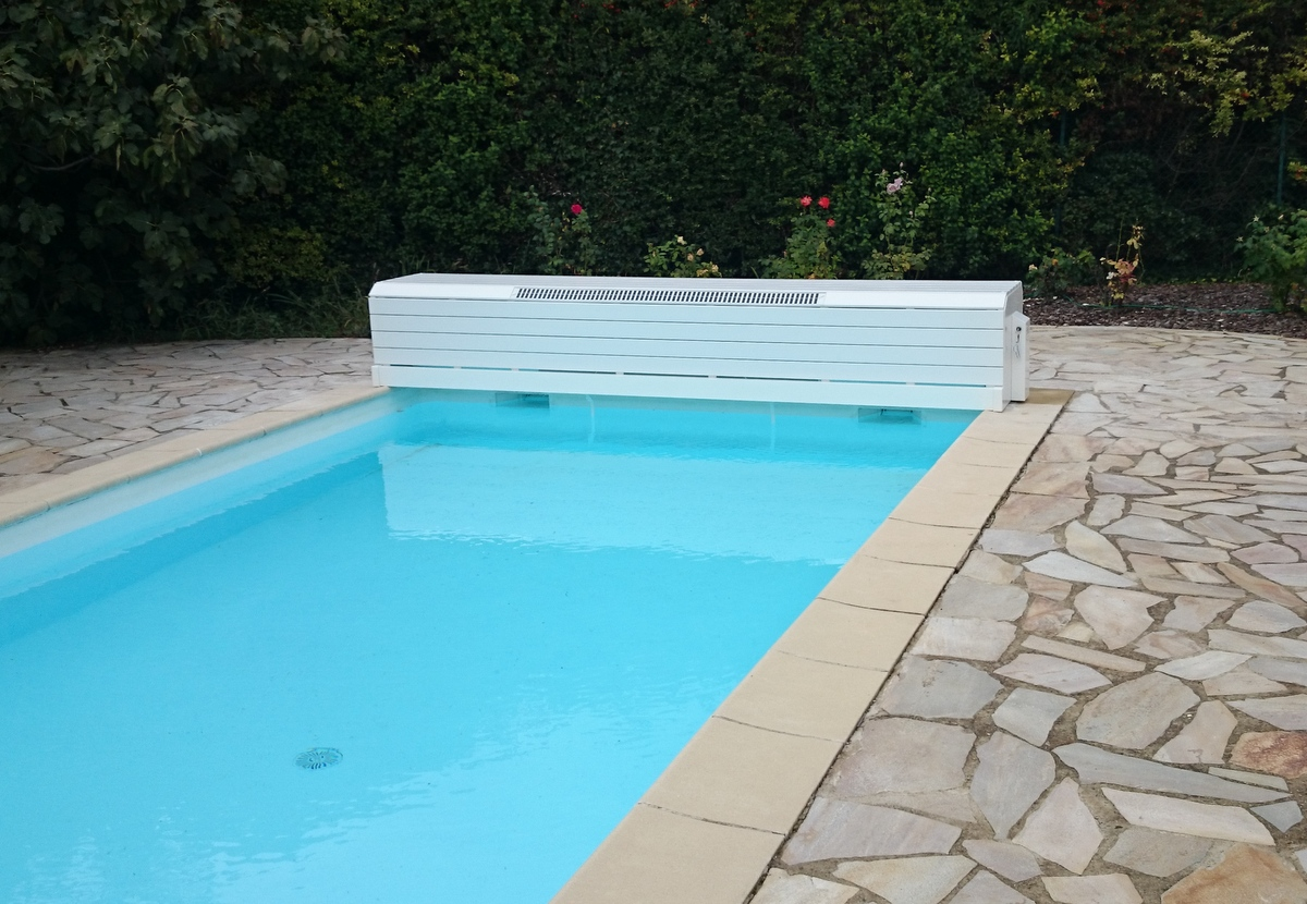 Couverture lectrique de piscine rideau de piscine lectrique for Piscine hors sol amenagee