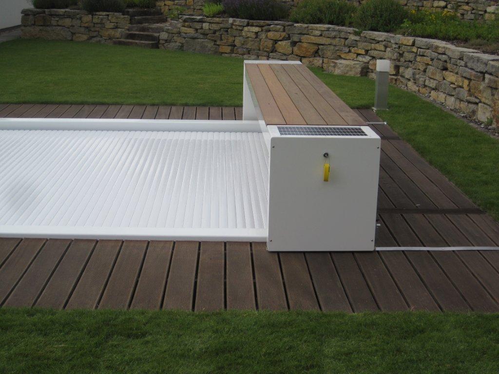Couvertures piscine automatiques rideau de piscine lectrique for Piscine hors sol wood line