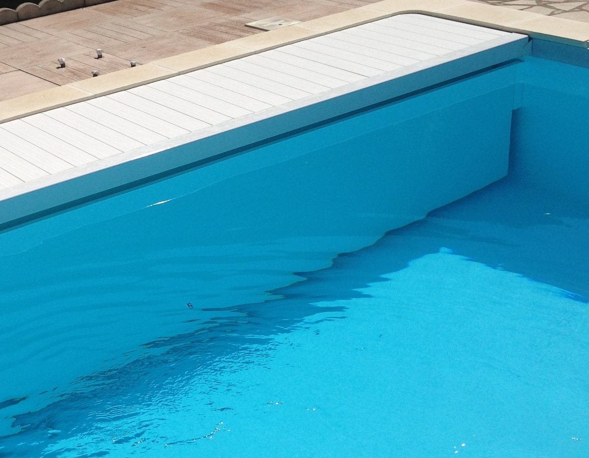 Volet de piscine immerg immerg roulant coverline for Piscine 42