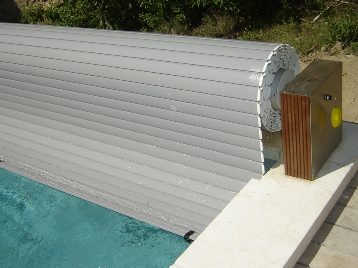 Stores piscine volet hors sol de piscine couverture de for Piscine sol mobile