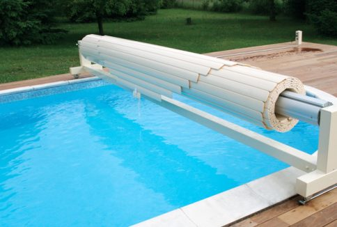 Volet de piscine mobile protection de piscine amovible for Piscine hors sol 8x4