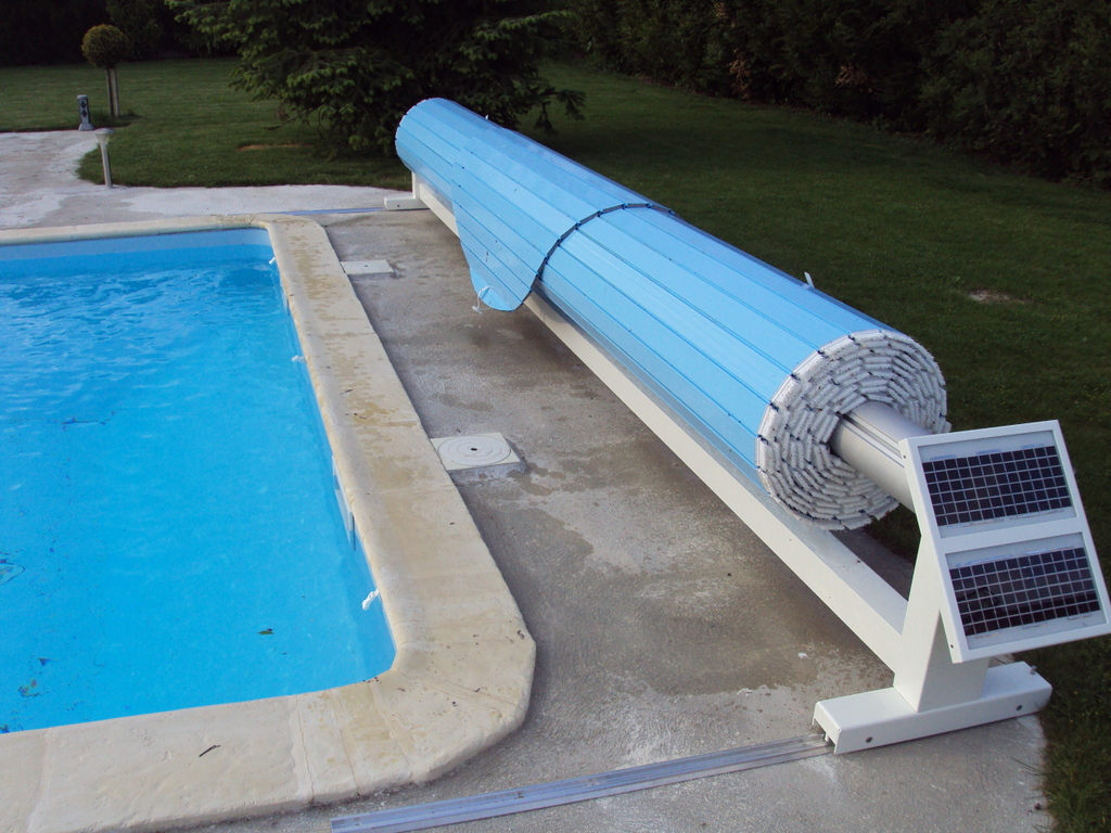 Volet de piscine mobile protection de piscine amovible for Sol piscine