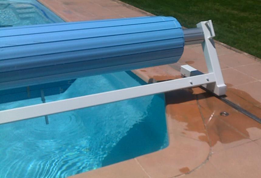 Couvertures piscine automatiques rideau de piscine lectrique for Volet piscine hors sol electrique