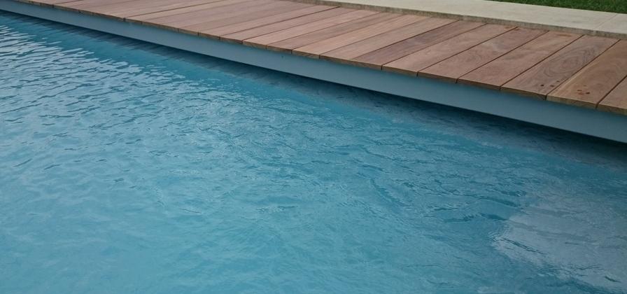 Volet de piscine immerg immerg roulant coverline - Caillebotis bois pour piscine ...