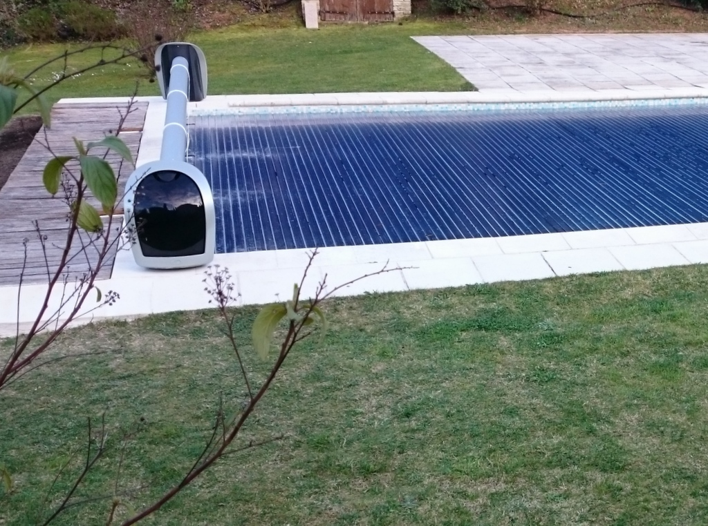 Stores piscine volet hors sol de piscine couverture de for Grande bache pour bassin