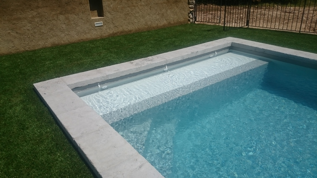 Volet de piscine immerg ou couverture en fond de bassin for Piscine fond mobile sans cable