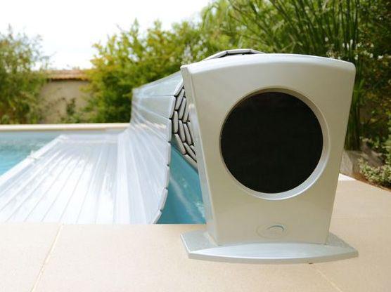 volet roulant de piscine hors sol à moteur solaire
